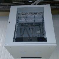 Aanleg nieuw netwerk in fabriek met meerdere patchkasten.