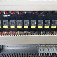 Besturingskast met nieuwe PLC-besturing.